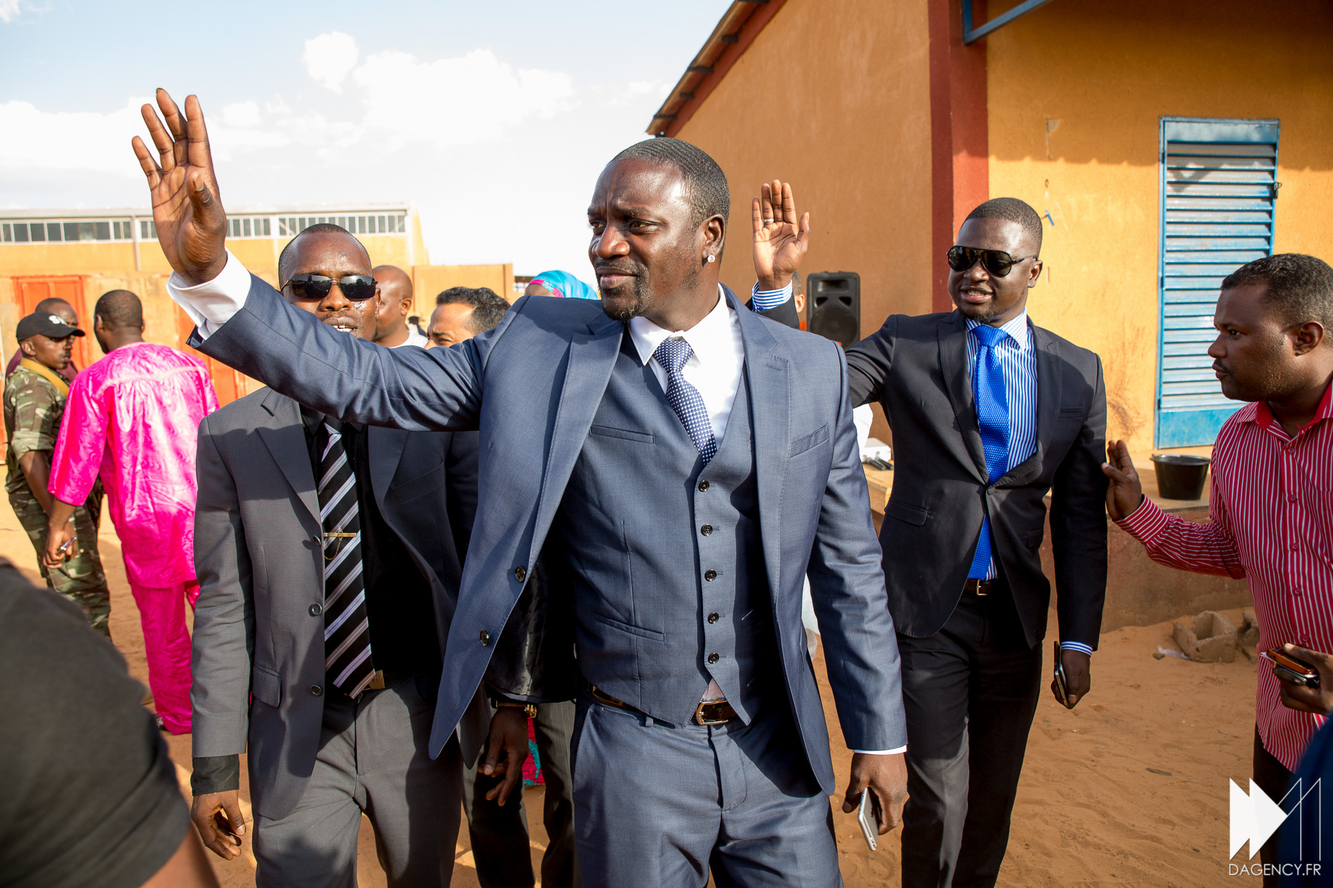 RAPPER 'AKON' TO PROVIDE 600 MILLION AFRICANS WITH ELECTRICITY THROUGH SOLAR PANELS! (VIDEO)