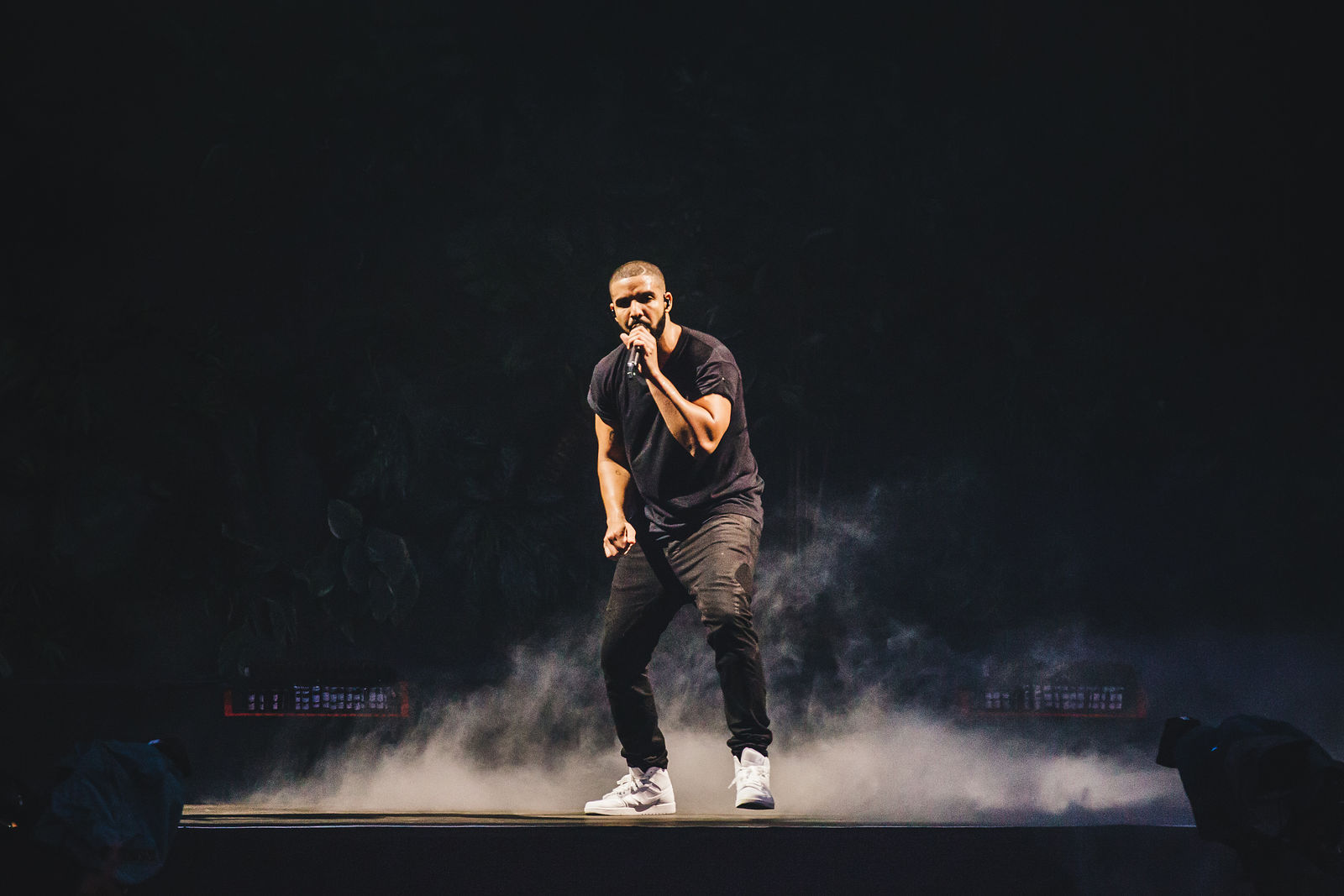 "DRAKE BRINGS OUT SKEPTA AT WIRELESS 2015 TO PERFORM ""SHUTDOWN""! (FULL VIDEO)"