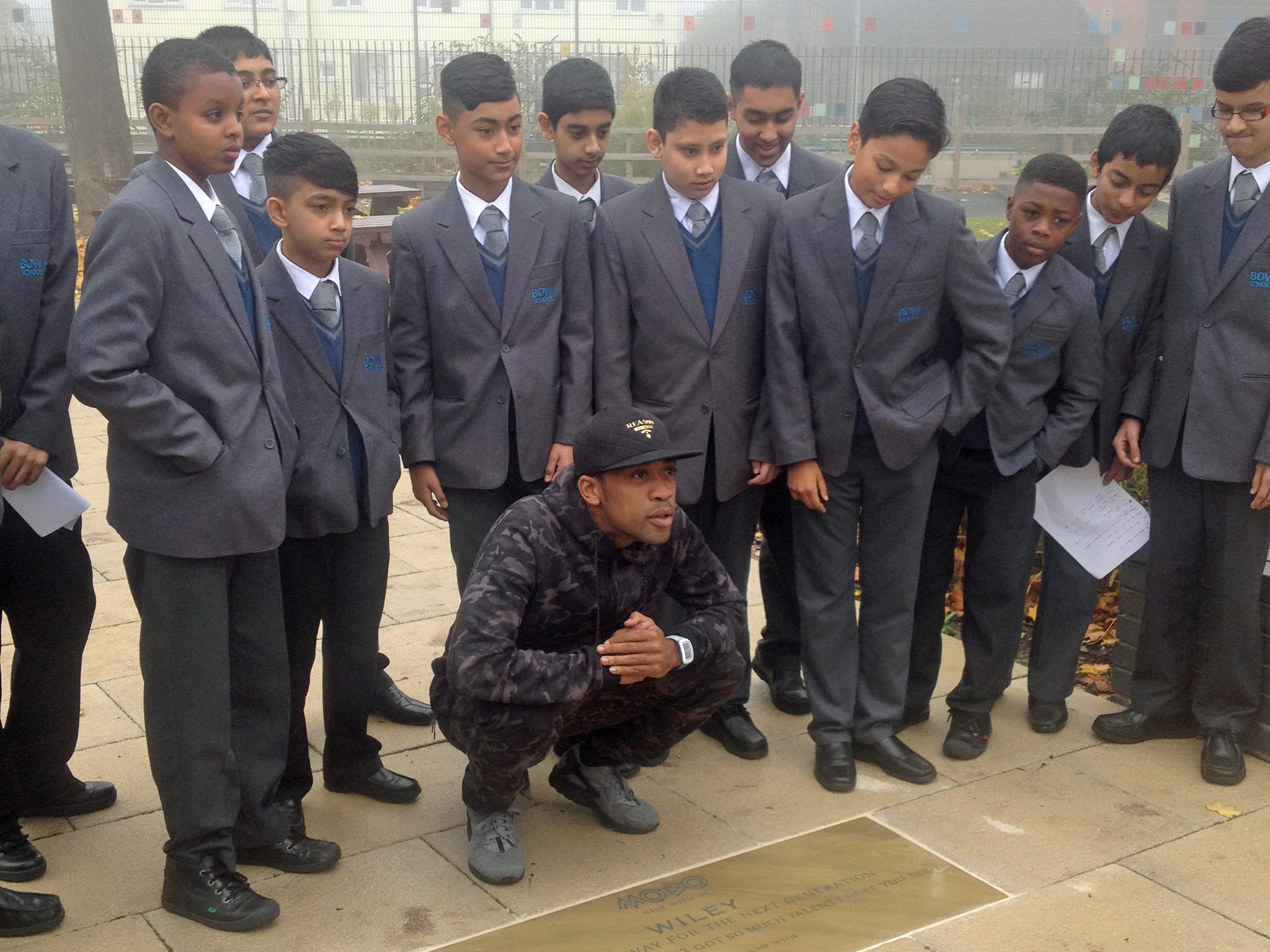 WILEY RECEIVES MOBO 'PAVING THE WAY' AWARD AT HIS OLD SCHOOL (VIDEO)